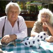 Szabó Lajos és felesége, valamint egy sikertermék