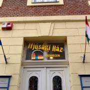 A legtöbb programnak a Debreceni Ifjúsági Ház (Simonffy utca 21.) ad otthont