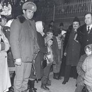 Tőkés László a parókia előtt