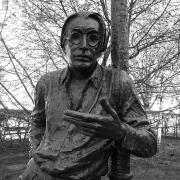 Szabó Lőrinc szobra Debrecenben