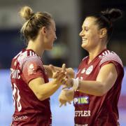 Jelena Despotvic és Hornyák Dóra  Fotó: dvsckezilabda.hu