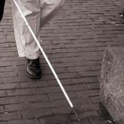 A húszas évek óta használják a fehér botot