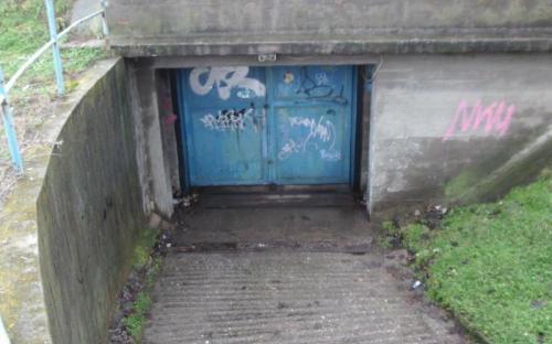 A bunker egyik gépkocsibejárata