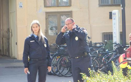 Felfigyeltek ránk a közterület felügyelők is. Egy gyors telefon...