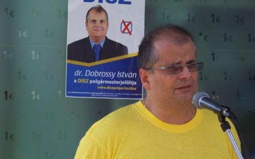 Dr. Dobrossy István ismerteti a programjának néhány fontos elemét