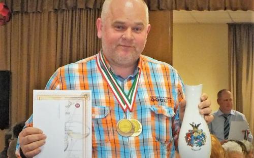 Nagy Zoltán Nagyhegyes színeit képviselve, muskotályos szőlőpálinkájával aranyérmet nyert