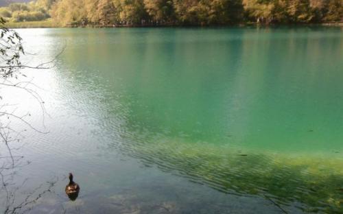 Hihetetlenül szép, zöldes kék víz