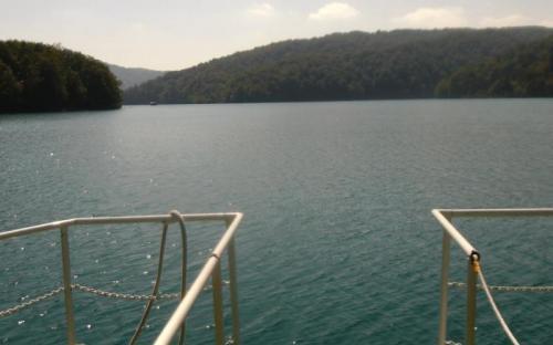 Kozjak-tó a kishajóról