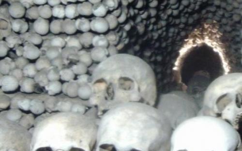 Több ezer koponya