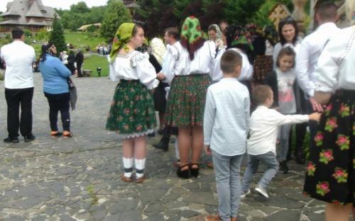 A fiatalok is szeretik a hagyományos ruhákat