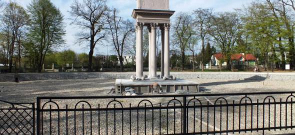 Bem mauzóleum felújítás alatt. Nemsokára, felengedik a tavat is
